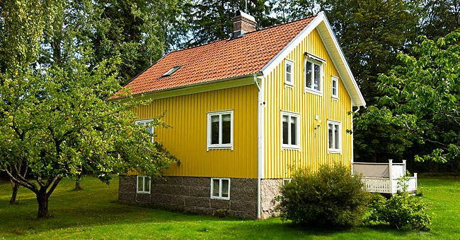 Daily Riddle: There's a One-Story House Where Everything Is Yellow