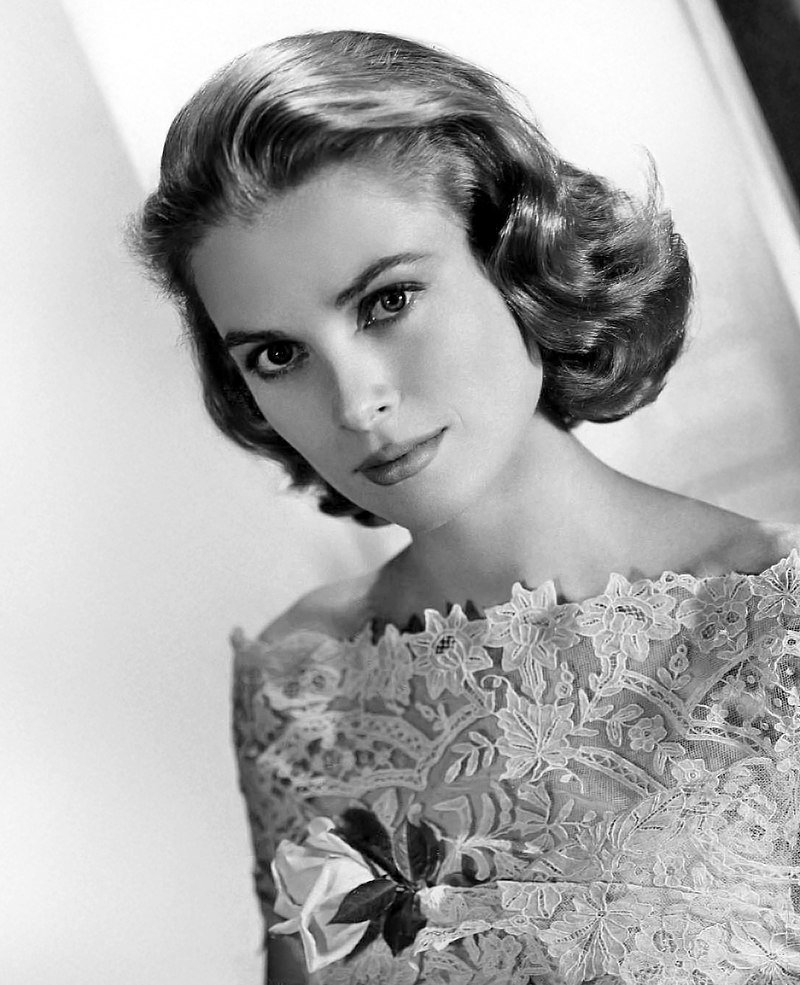 Grace Kelly -- publicity shot taken circa 1954 | Source: Wikimedia