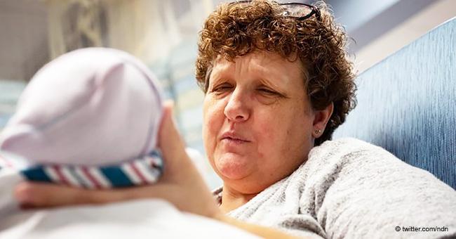 Abuela de 50 años diagnosticada con menopausia da a luz a su quinto hijo