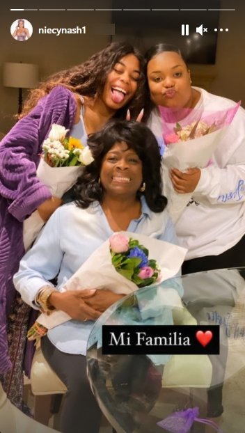 Screenshot of photo of Margaret Ensley posing with her grandaughters, Dia Nash and Donielle Nash.|Source: Instagram/niecynash1