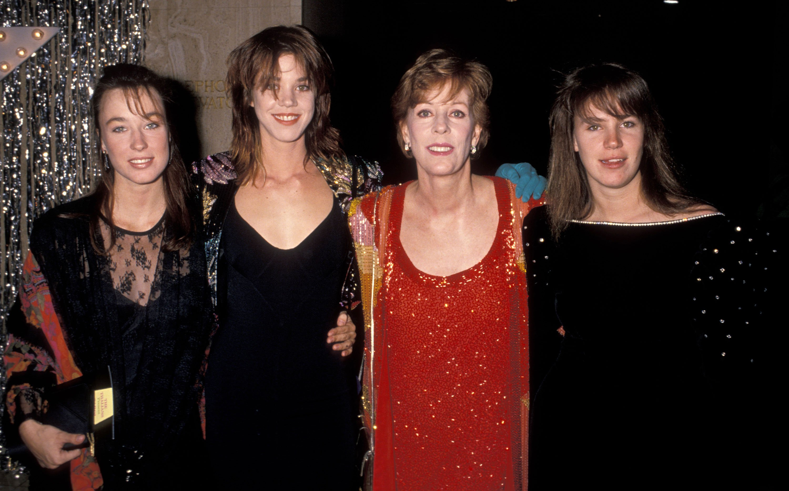 Carol Burnett and daughters during 34th Annual Thalians Ball, in October 1989, in Century City, California, United States. | Source: Getty Images.