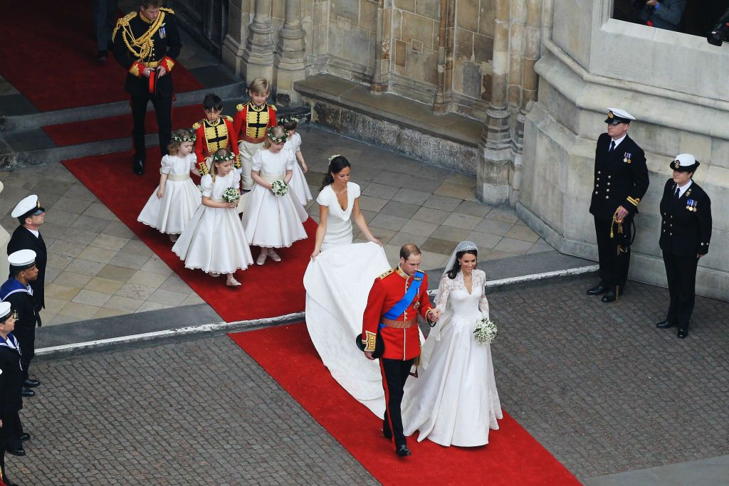 Prince William and Kate Middleton are followed by their train at Westminster Abbey on April 29, 2011 | Photo: Getty Images