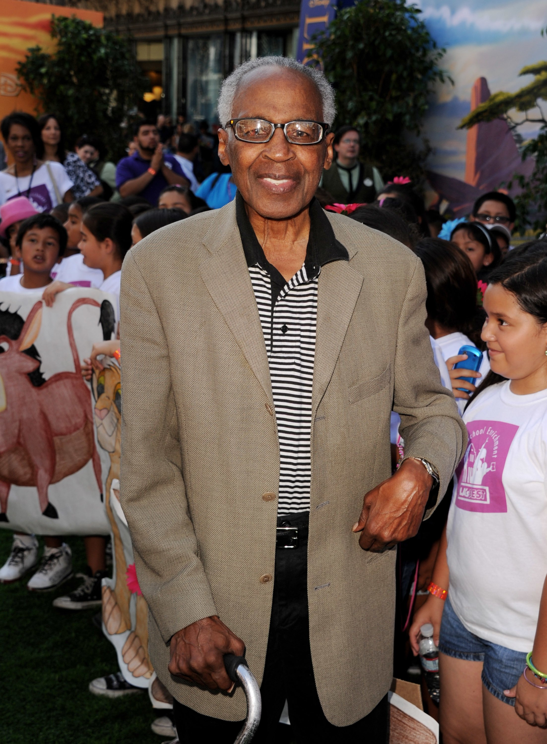 "Robert Guillaume arrives at the premiere of Walt Disney Studios' ""The Lion King 3D"" at the El Capitan Theater on August 27, 2011 in Los Angeles, California. 