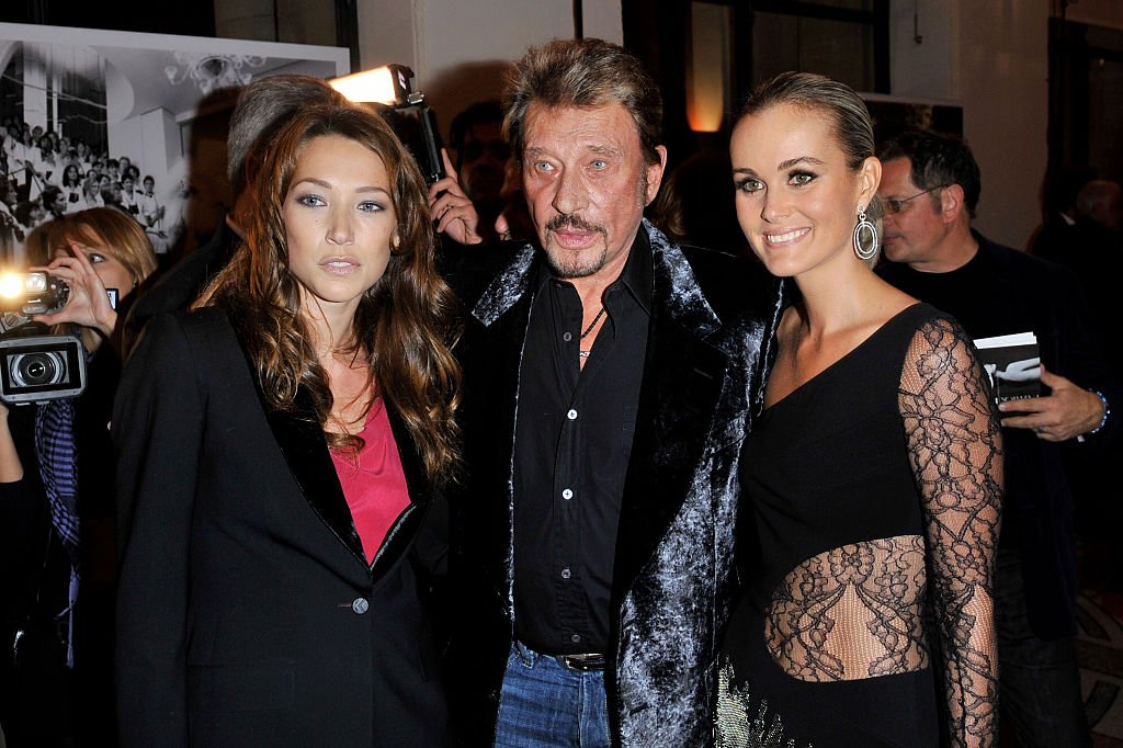 Laura Smet, Johnny Hallyday, Laeticia Hallyday participent à la soirée Les Photographes Pour Patrick Demarchelier au Petit Palais le 29 septembre 2008 à Paris, France. | Photo : Getty Images