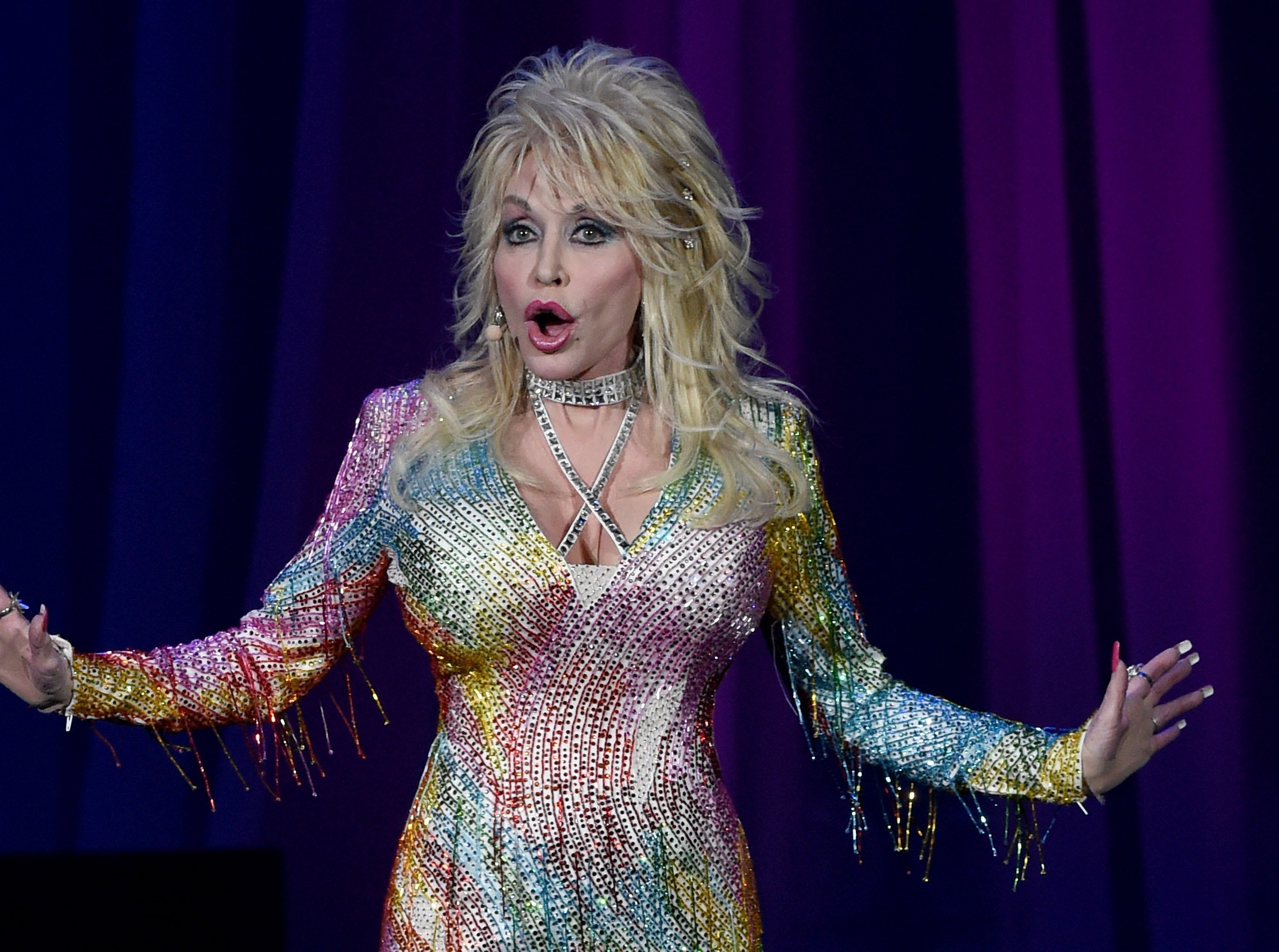 Dolly Parton attends Pure & Simple benefiting The Opry Trust Fund at Ryman Auditorium on August 1, 2015 in Nashville, Tennessee. | Photo: Getty Images.