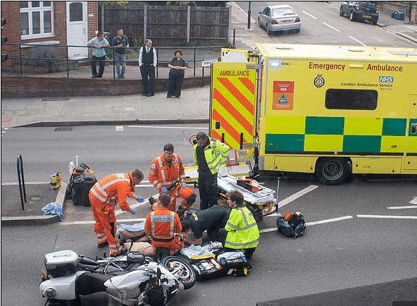 Paramedics at the scene   Photo: Gustavo Valiente