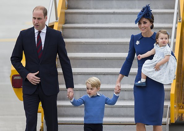 Prince William, Duke of Cambridge, Prince George of Cambridge, Catherine, Duchess of Cambridge and Princess Charlotte of Cambridge arrive at 443 Maritime Helicopter Squadron on September 24, 2016 in Victoria, Canada. | Photos: Getty Images