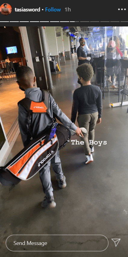 Photo of Fantasia Barrino's son and his friend on the way to their golf game | Photo: Instagram / tasiasword