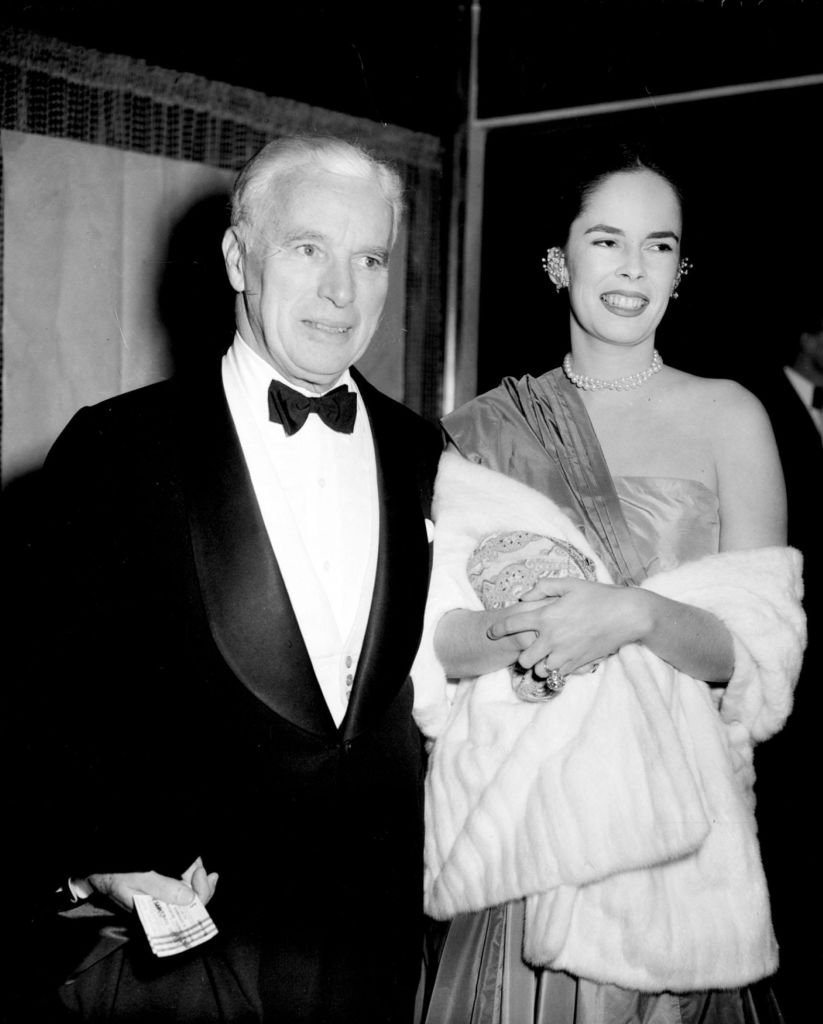 Charlie Chaplin and his wife Oona arrive at the Royal Festival Hall, London, for the concert by the Philharmonic Orchestra, conducted by Arturo Toscanini. | Photo by PA Images via Getty Images