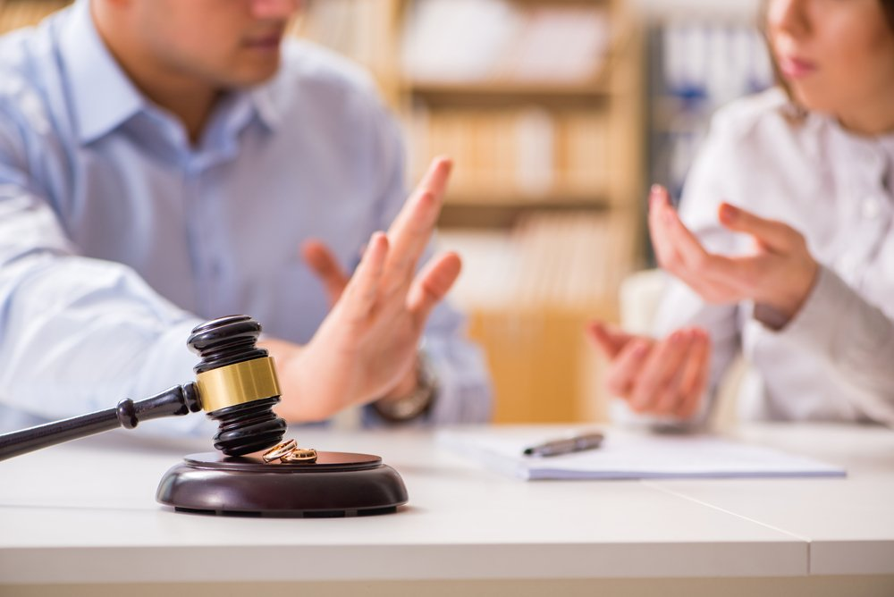 A photo of a judge's gavel deciding on marriage divorce. | Photo: Shutterstock