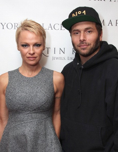 Pamela Anderson and Rick Salomon attend The Martin Katz Jewel Suite Debuts At The New York Palace Hotel on November 13, 2013, in New York City. | Source: Getty Images.