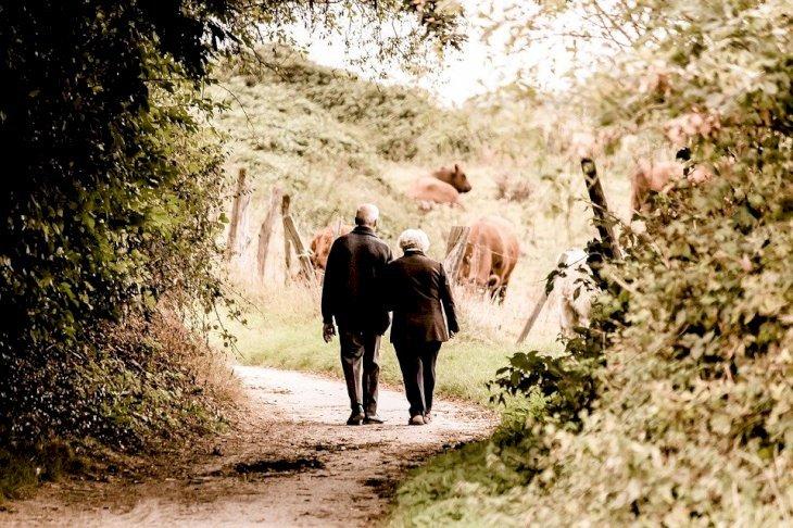 Los ancianos son abordados por los timadores-Imagen tomada de Flickr