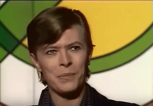 David Bowie lors d'un entretien avec Yves Mourousi en juin 1977. | Youtube/David Bowie News