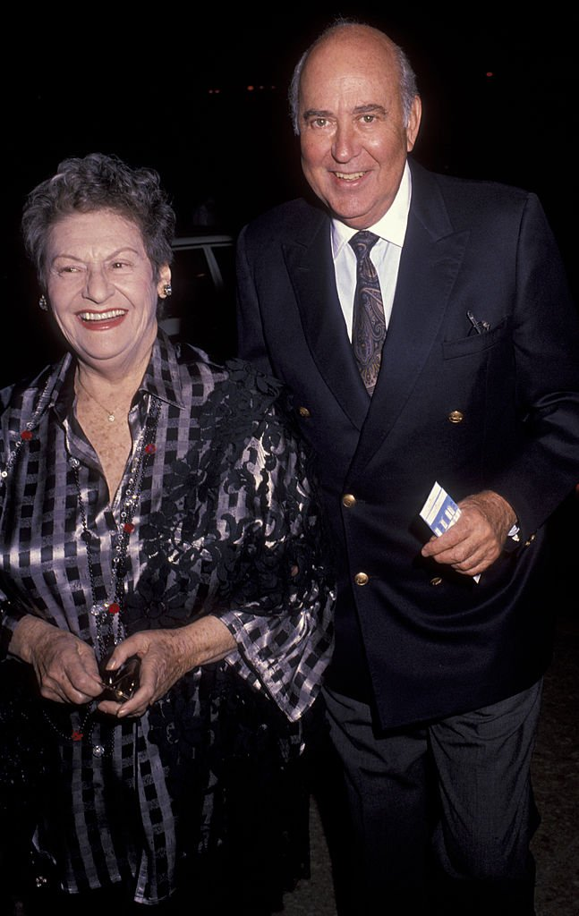 Carl Reiner (R) and wife Estelle Reiner attend the opening of Jerome Robbins 'Broadway' on October 10, 1990 | Photo: Getty Images