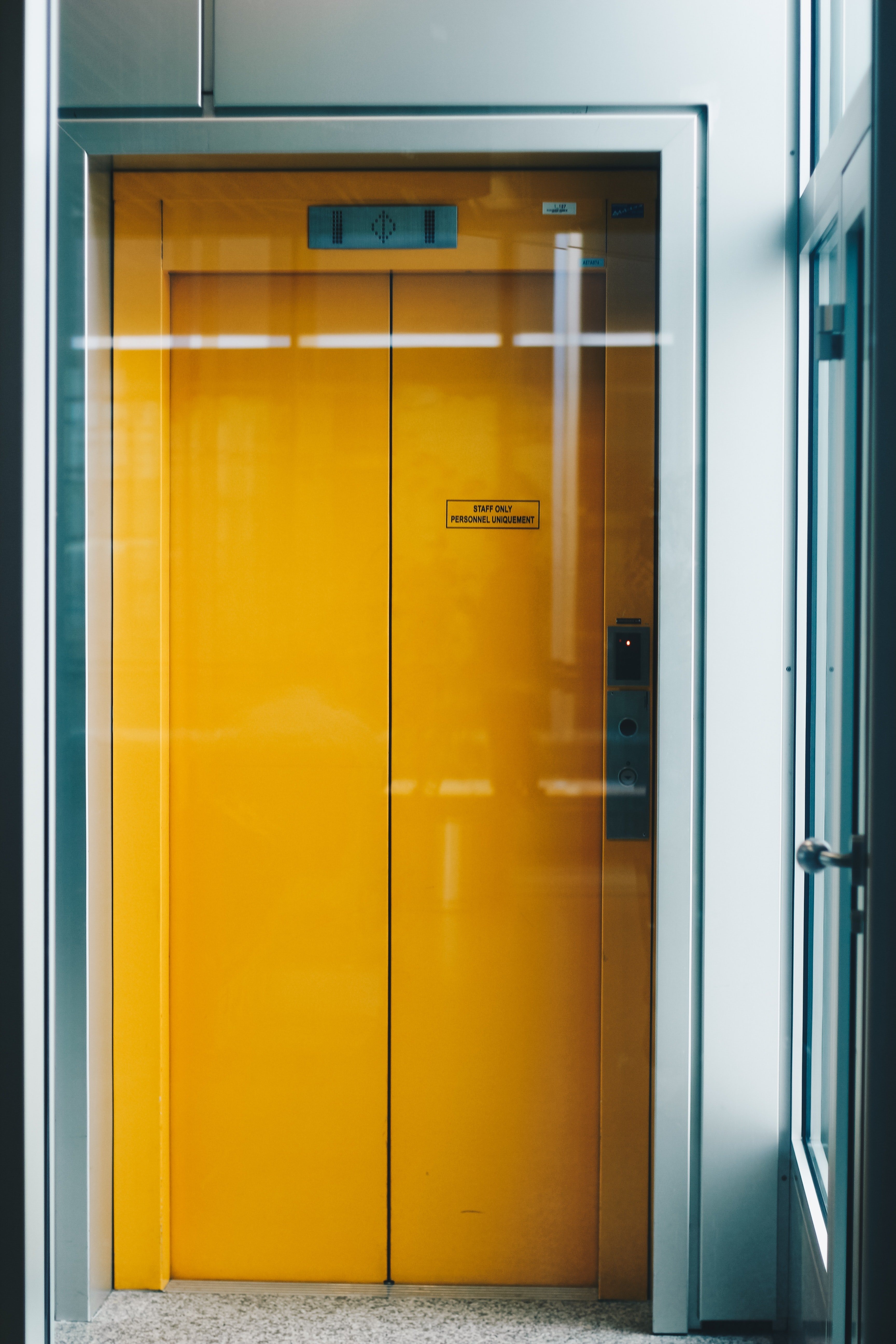 The paramedic rushed to the elevator and saved Evelyn   Photo: Pexels