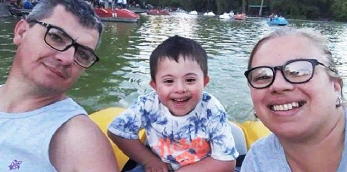 Padres adoptan niño con Síndrome de Down-Imagen tomada de Facebook-Somos Jujuy