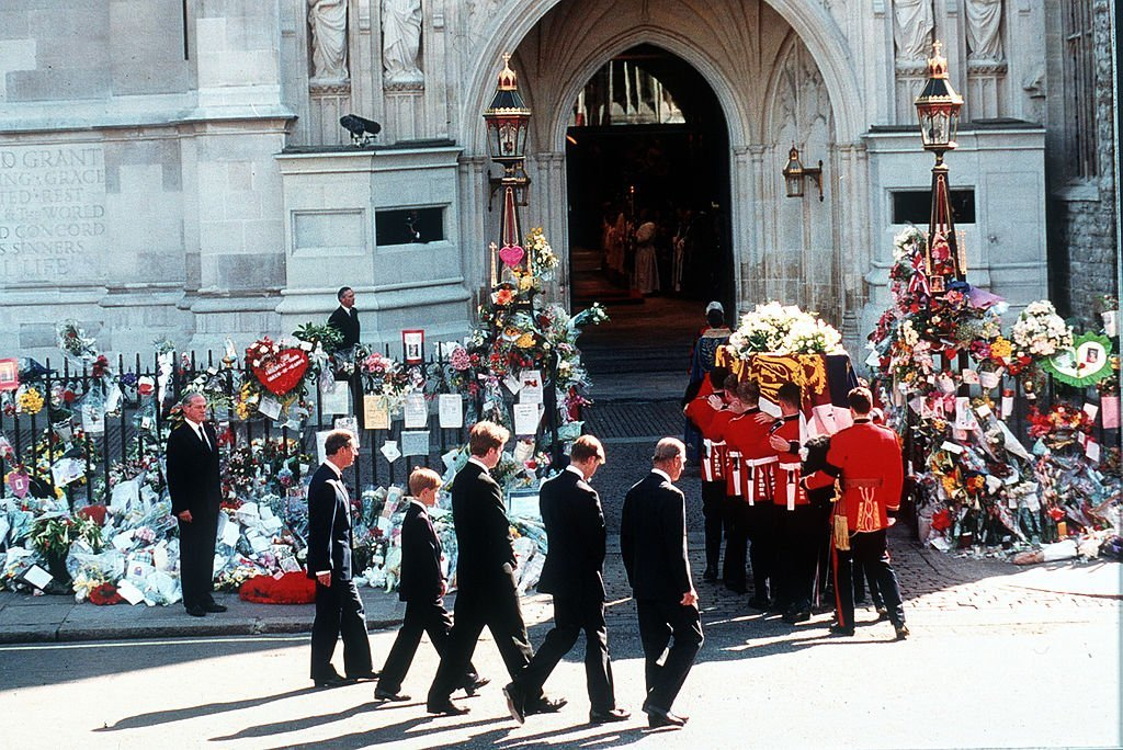 Earl Spencer, Prince William, Prince Harry, Prince Charles and the Duke of Edinburgh follow the coffin to the funeral cortege of Diana, Princess of Wales as it arrives at Westminster Abbey on September 6, 1997 | Getty Images / Global Images Ukraine