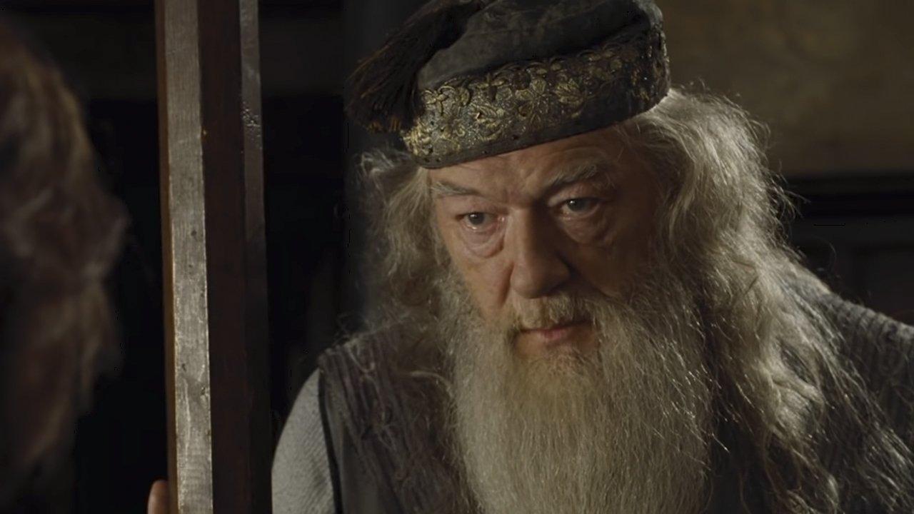 Image credits: Warner Bros/Harry Potter (Youtube/Looper)