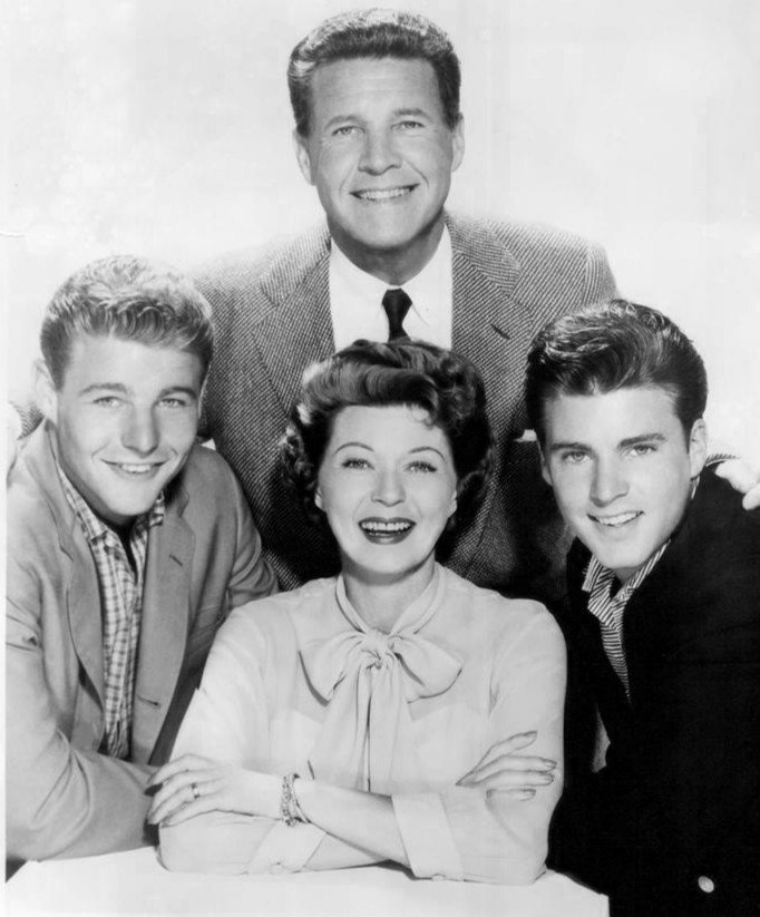 The Nelson family; (clockwise from top) Ozzie, Ricky, Harriet and David, 1960. | Photo: Wikimedia Commons Images