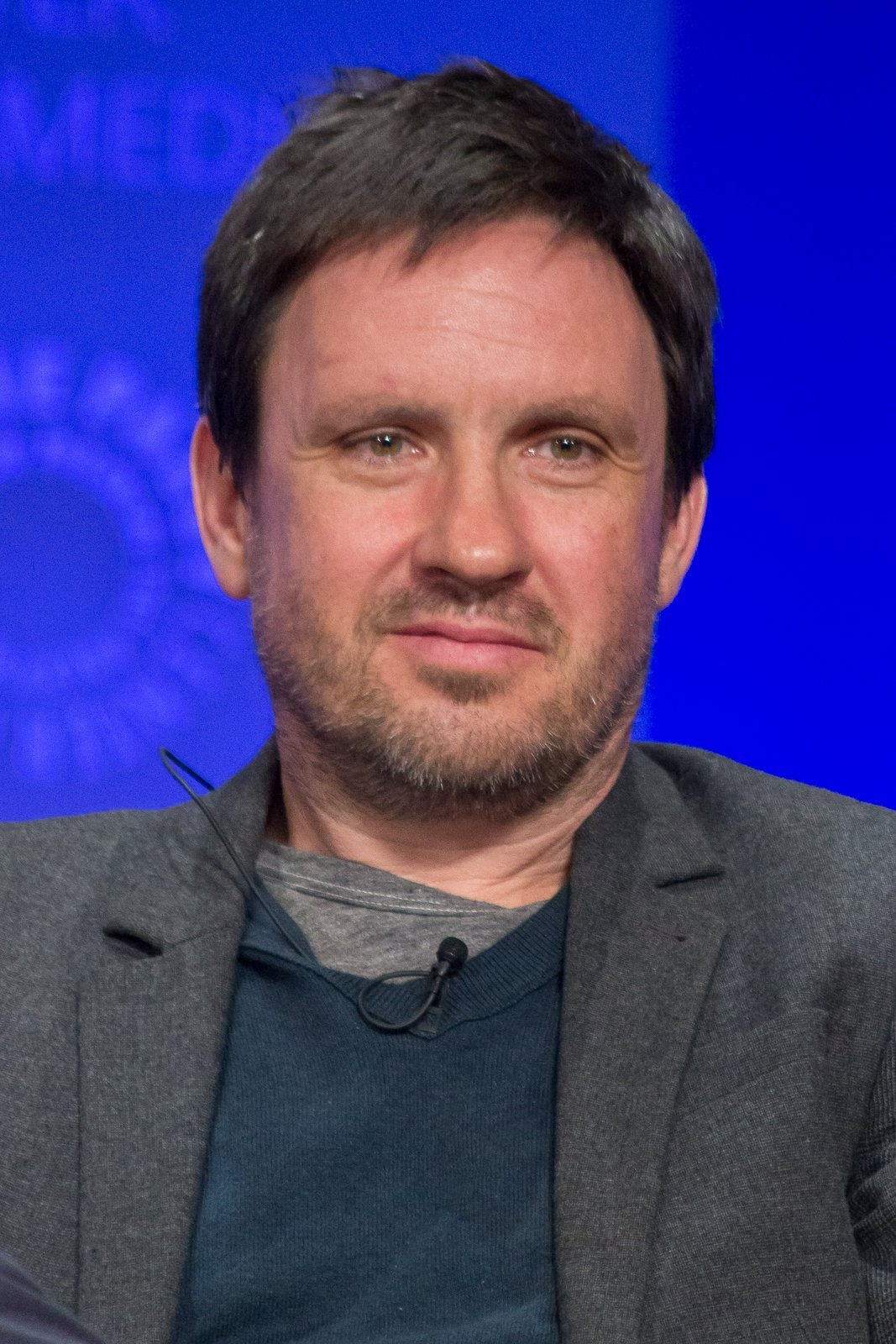 Alex Cary at PaleyFest 2015, an Evening with the Cast and Creative Team of Homeland. | Source: Wikimedia Commons