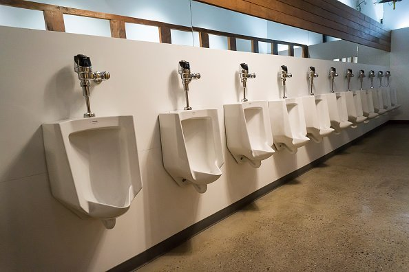 Photo of a long line of urinals in the men's room in New York | Photo: Getty Images