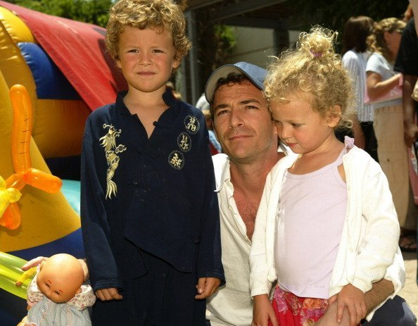 Luke Perry with son Jack and daughter Sophie during 'Garfield: The Movie' World Premiere   Photo: Getty Images