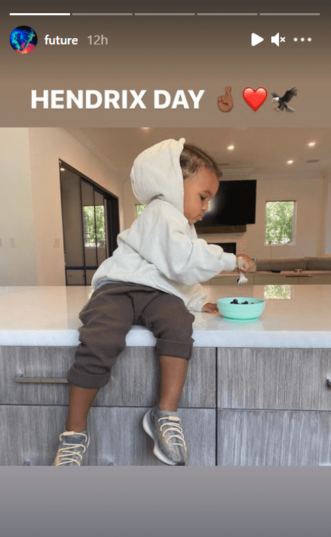 A picture of Hendrix in a sweatshirt while eating in the kitchen. | Photo: Instagram/Future