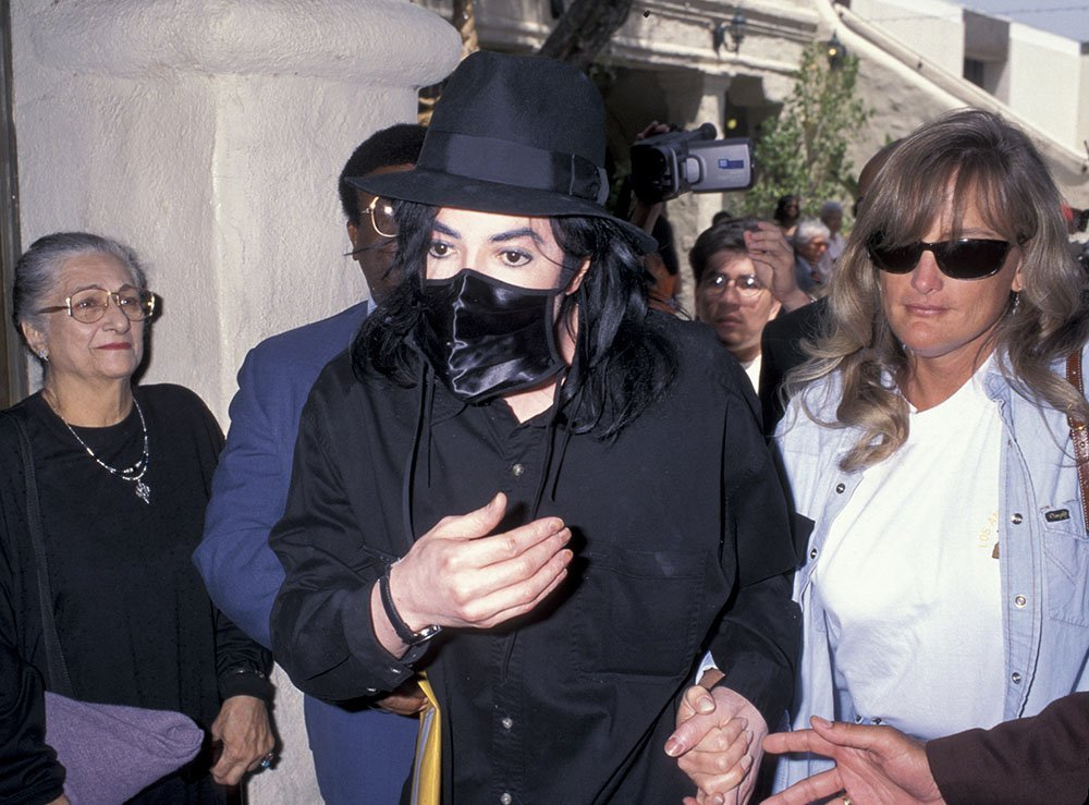 Michael Jackson and his second wife Debbie Rowe in 1996. I Image: Getty Images.