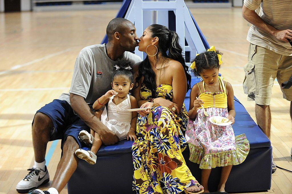 Kobe Bryant celebrates his birthday with his family and wife Vanessa at the Beijing Summer Olympics on August 23, 2008 | Photo: Jesse D. Garrabrant/NBAE/Getty Images