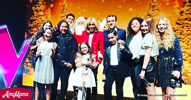Une célébration de Noël: Brigitte et Emmanuel Macron se sont amusés avec les enfants de The Voice Kids (Photos)
