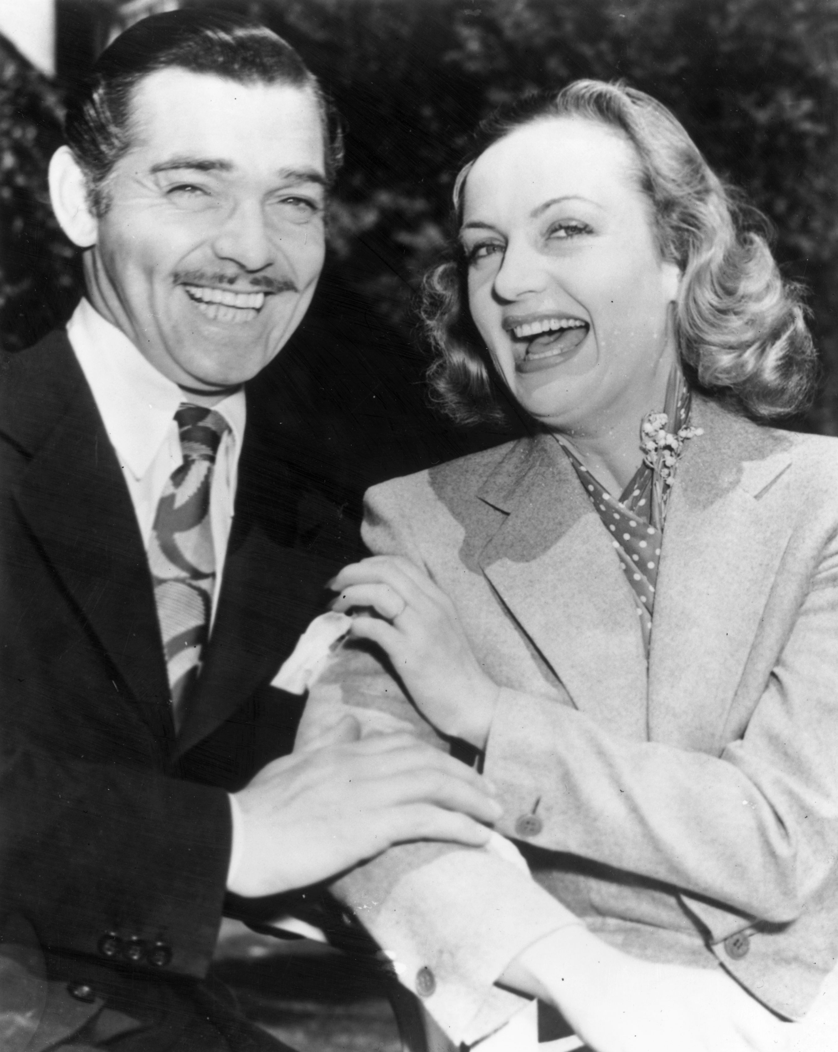Clark Gable and Carole Lombard after their elopement, February 10, 1939. | Source: Getty Images