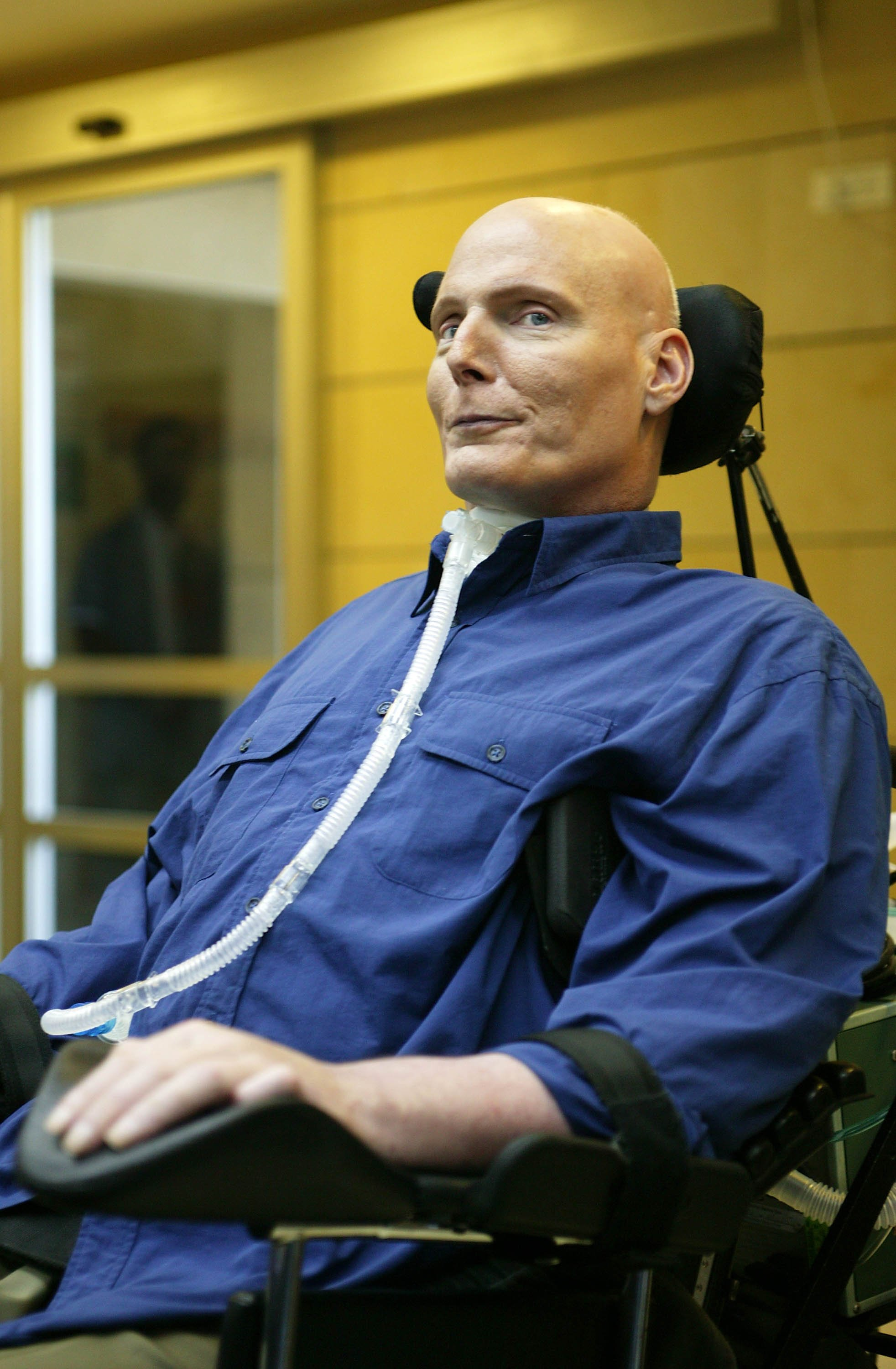 Christopher Reeve visits the Weizmann Institute of Science in Rehovot, Israel on July 29, 2003 | Photo: Getty Images