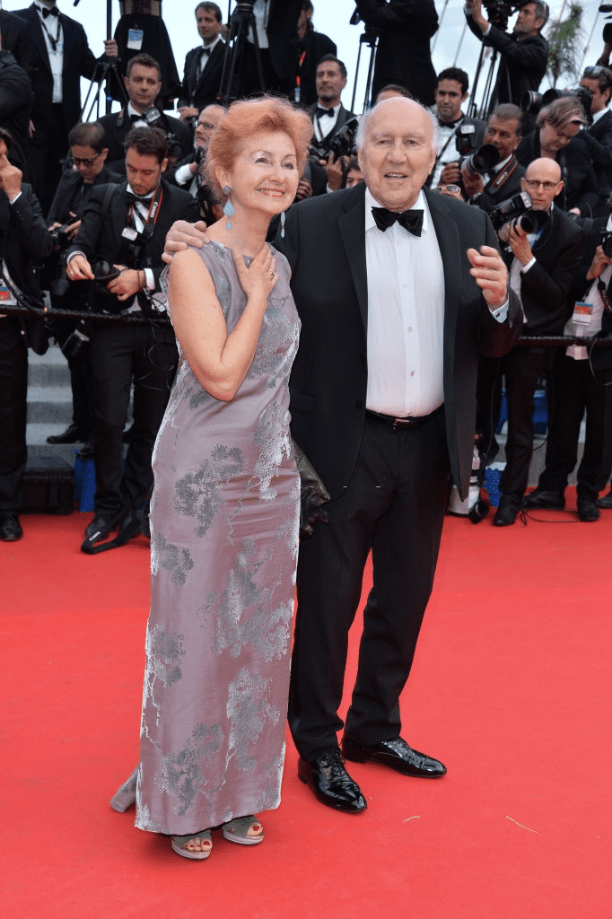 "CANNES, FRANCE - 17 MAI : L'acteur français Michel Piccoli et Ludivine Clerc assistent à la première de ""Saint Laurent"" au 67ème Festival de Cannes le 17 mai 2014 à Cannes, France. 