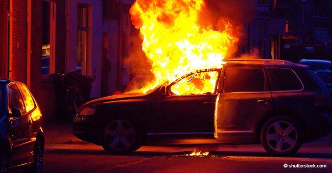 Policías rescatan a un hombre de auto en llamas solo segundos antes de que explote (video)