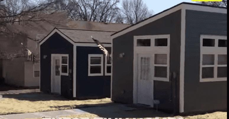 Veteran Community Projekt-Häuser | Quelle: YouTube/News Live Now