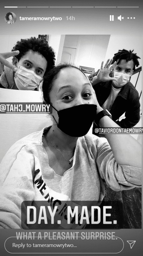 Tamera Mowry and her brothers, Tahj and Tavior posing for a selfie with their masks on | Photo: Getty Images