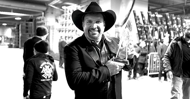 Garth Brooks Wins Entertainer of the Year at 2019 CMA Awards for a Record-Breaking Seventh Time