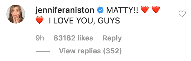 Jennifer Aniston comments on a selfie of Courtney Cox and Mathew Perry | Source: Instagram.com/courtneycoxofficial