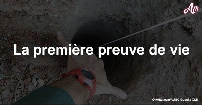 Les secouristes ont trouvé la première preuve qu'un garçon qui est tombé dans un puits de 100 mètres est vraiment là