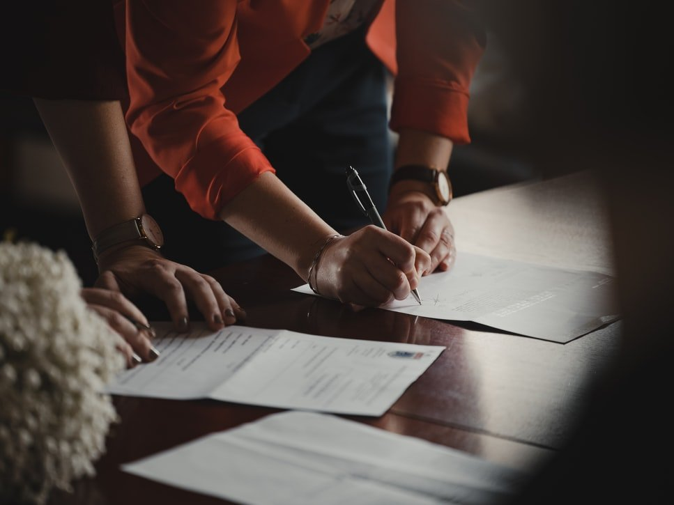 Signing a contract | Source: Unsplash