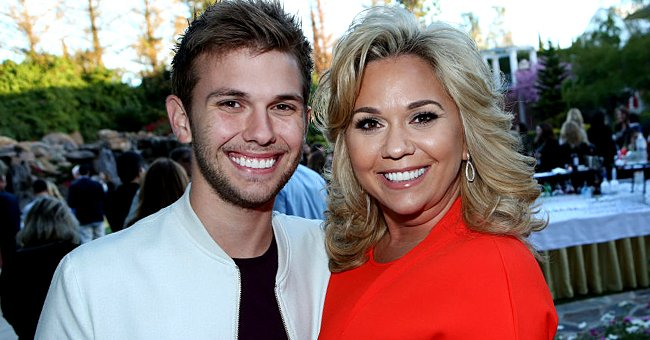 Chase Chrisley and his mom Julie Chrisley at the cocktail reception of the Universal Summer Press Day on April 1, 2016 | Photo: Getty Images