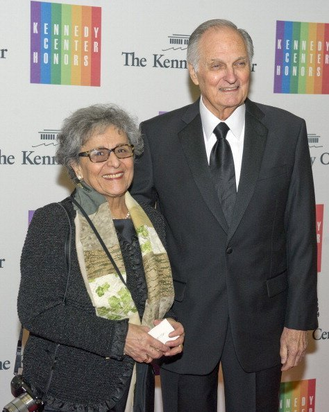 Alan Alda and his wife Arlene. I Image: Getty Images.
