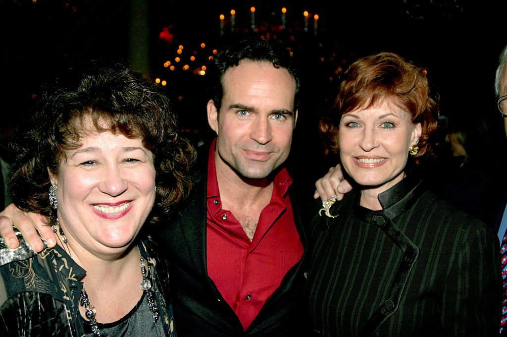 Jason Patric with his stage mother Margo Martindale and his real mother Linda Miller on Broadway on  November 02, 2003 | Photo: Getty Images