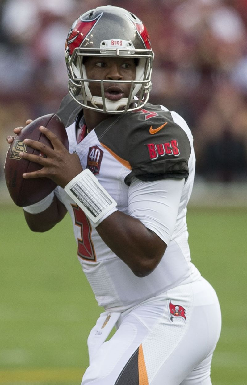 Quarterback Jameis Winston playing for the Tampa Bay Buccaneers in 2015 | Source: Wikimedia