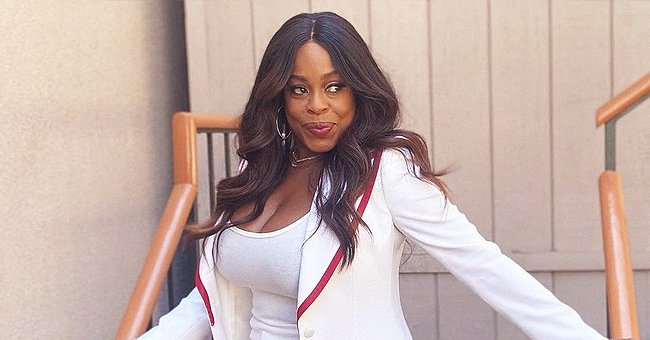 Niecy Nash Looks Youthful In a Trendy White Suit With Red Borders & Matching Gucci Sneakers