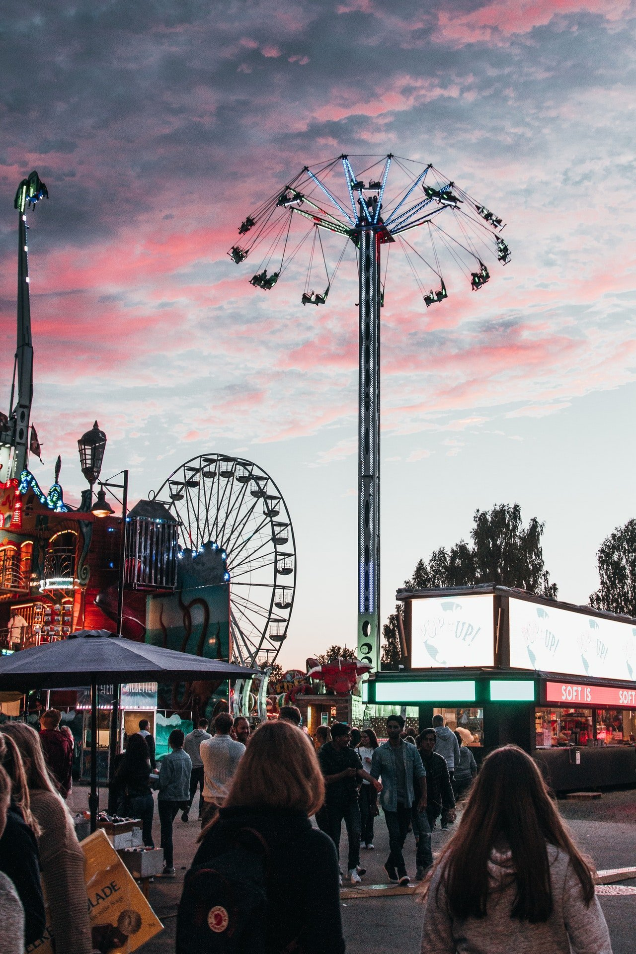 He took me to an amusement park to make up for lost time. | Source: Pexels