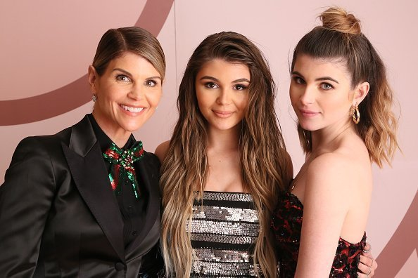 Lori Loughlin, Olivia Jade Giannulli and Isabella Rose Giannulli at Sephora.com on December 14, 2018. | Photo: Getty Images