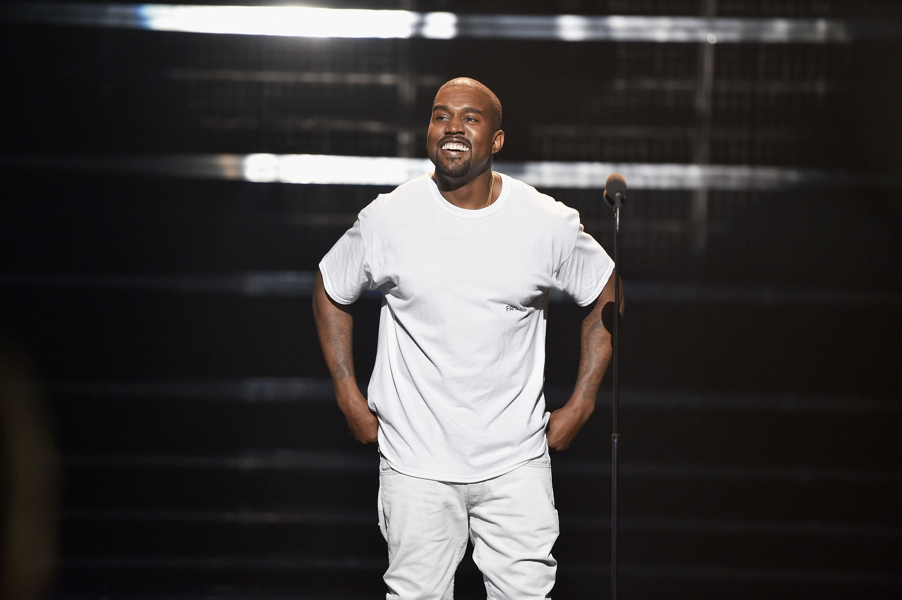 Kanye West dressed in all white | Source: Getty Images/GlobalImagesUkraine