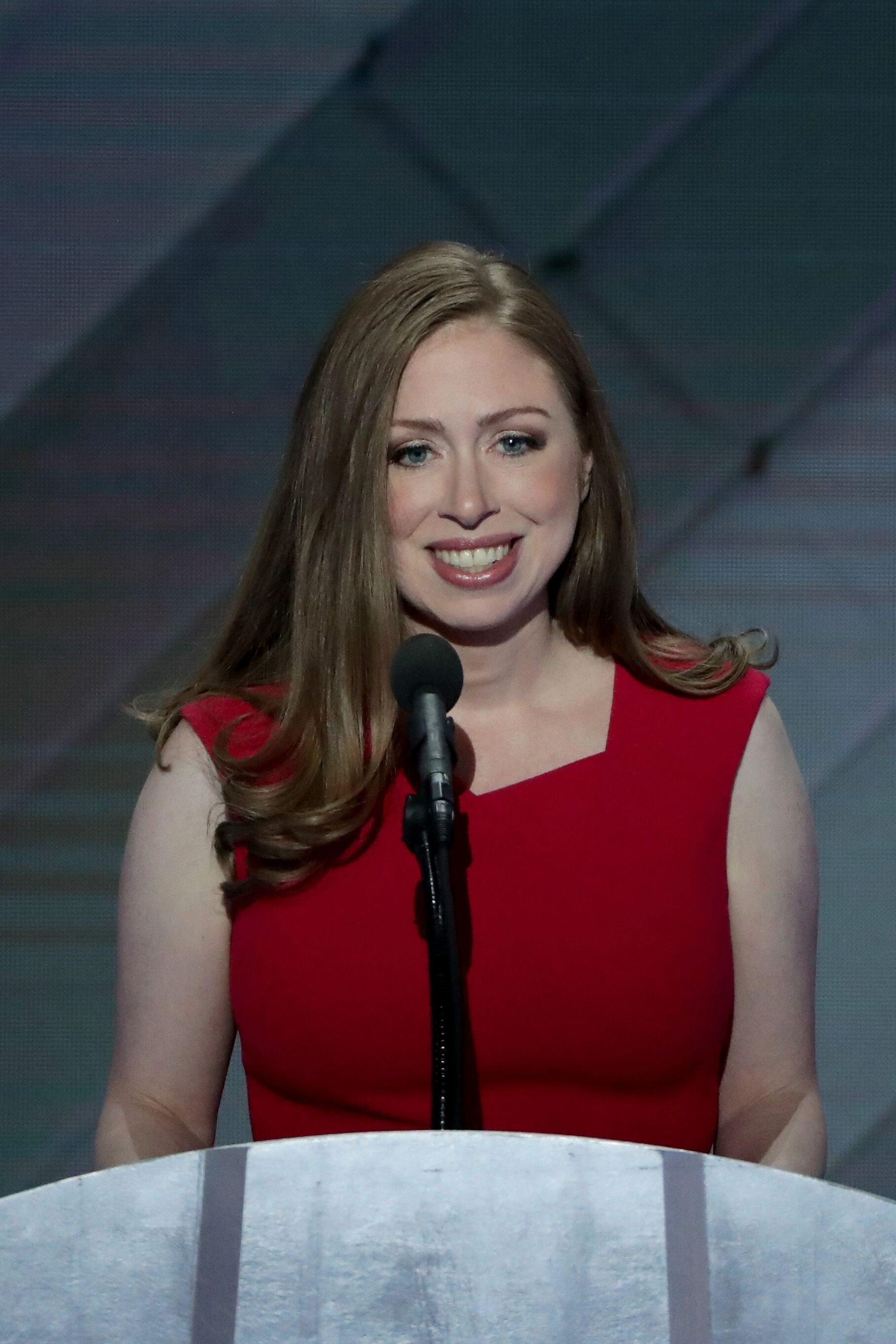 Chelsea Clinton introduces her mother, Democratic presidential nominee Hillary Clinton in Wells Fargo in 2016 | Source: Getty Images