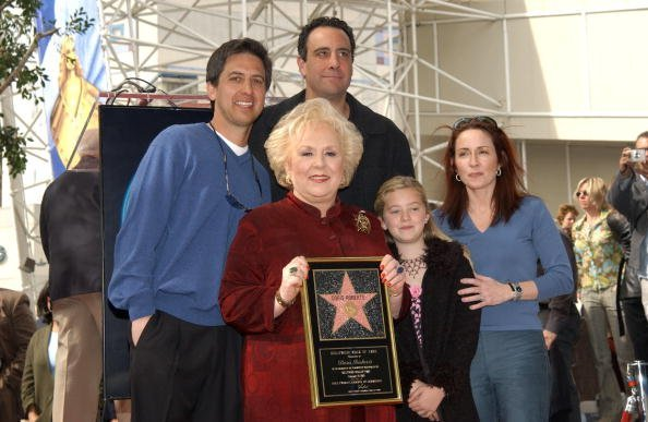 Actress Doris Roberts (2nd from L) poses with co-stars Ray Romano, Brad Garrett and Patricia Heaton (R) during the ceremony honoring Roberts on the Hollywood Walk of Fame on February 10, 2003, in Los Angeles, California. | Source: Getty Images.